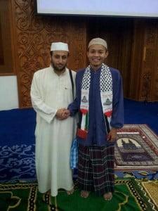 Bersama Imam Muda Usama dari Palestin yang dibawa oleh Aqsa Syarif sebagai Imam Tarawih